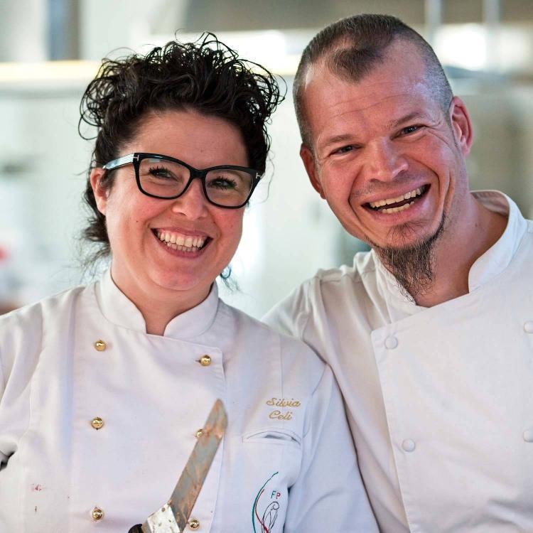 studenti corso di cucina che sorridono