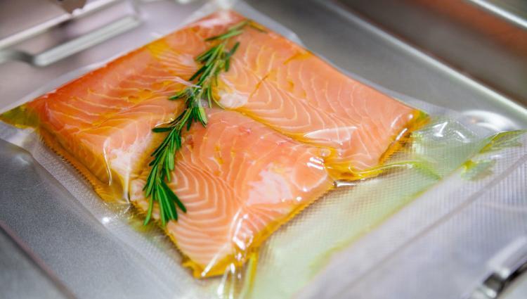 salmone sottovuoto per cottura a bassa temperatura