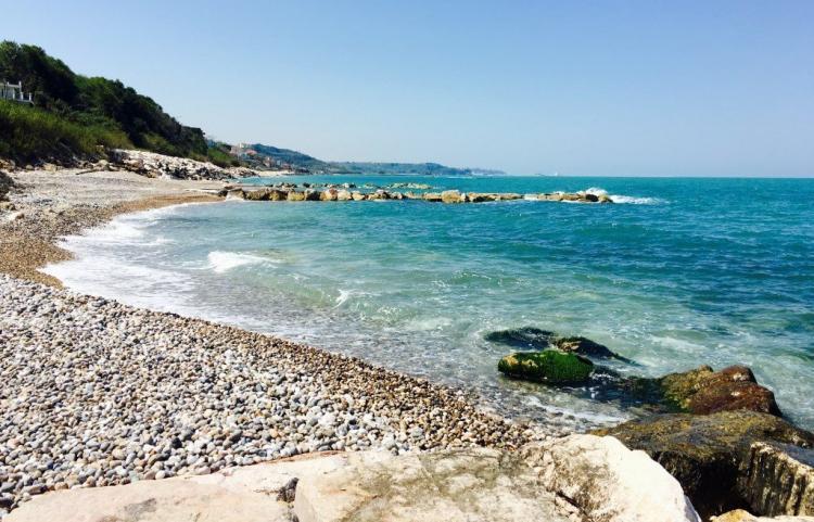 spiaggia ciottolosa a san vito chietino