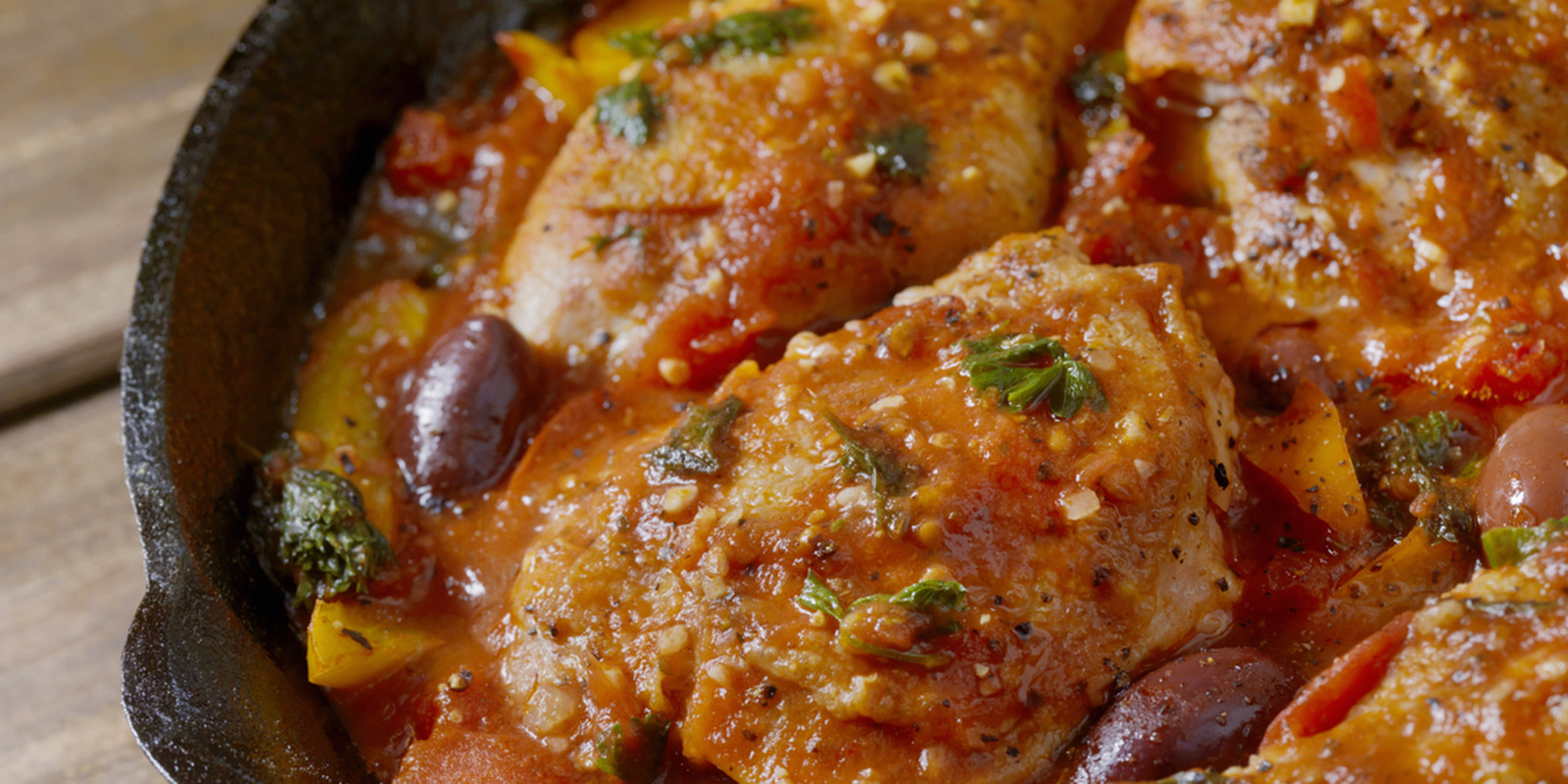Pan Seared Chicken baked with Tomato Sauce, Peppers, Parsley and Black Olives